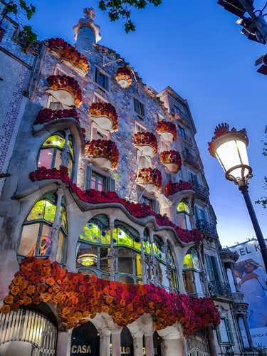 Visit Barcelona - Best of Gaudi Tours