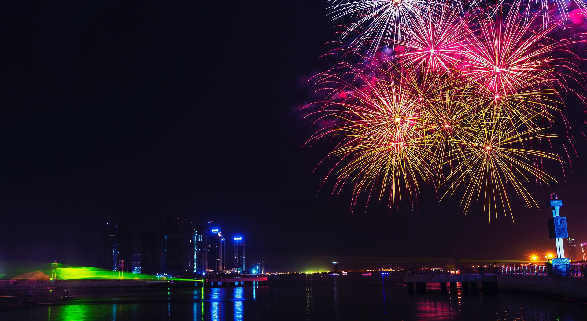 Your Guide To The 11 Best Spots Watch The 2021 Burj Khalifa Fireworks in Dubai