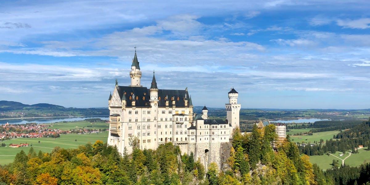 Neuschwanstein, Oberammergau & Linderhof Premium Tour From Munich