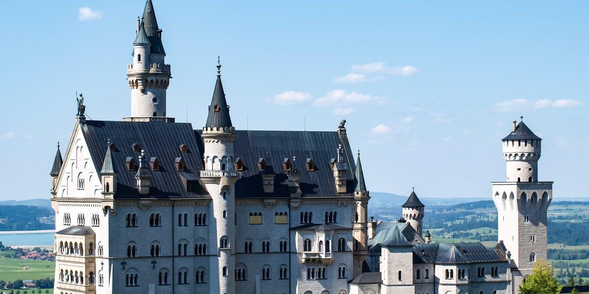 Neuschwanstein, Linderhof Castle & Oberammergau Tour From Munich